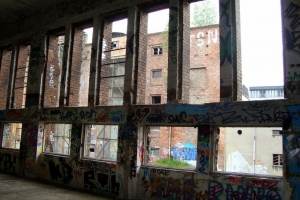 Fassade von Fenstern befreit